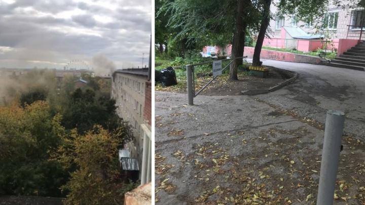 «Минуту точно потеряли»: пожарные сломали замок на шлагбауме, чтобы добраться до горящей многоэтажки