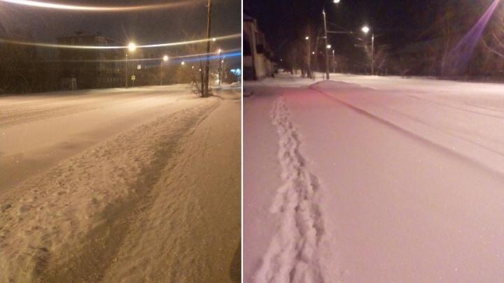 Ночью Курган накрыло снегом: техника убирает улицы по второму разу
