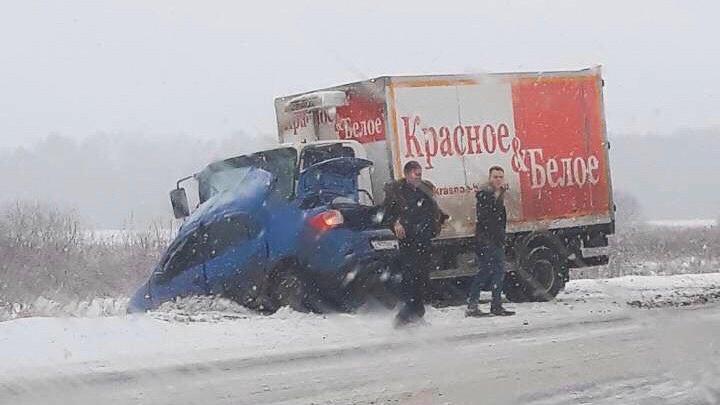 В ДТП грузовика и иномарки на трассе Тюмень — Омск погиб 38-летний водитель
