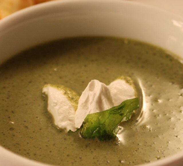 На фото один из самых любимых рецептов шеф-повара — крем-суп из пистиков