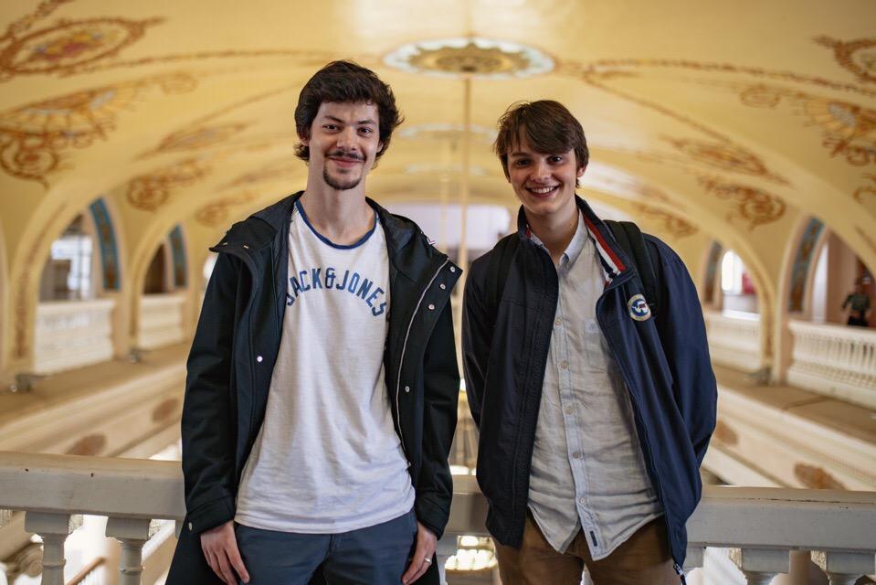 Студенты из ФранцииРомео Кюинье и  Арманд Гарсен (справа)
