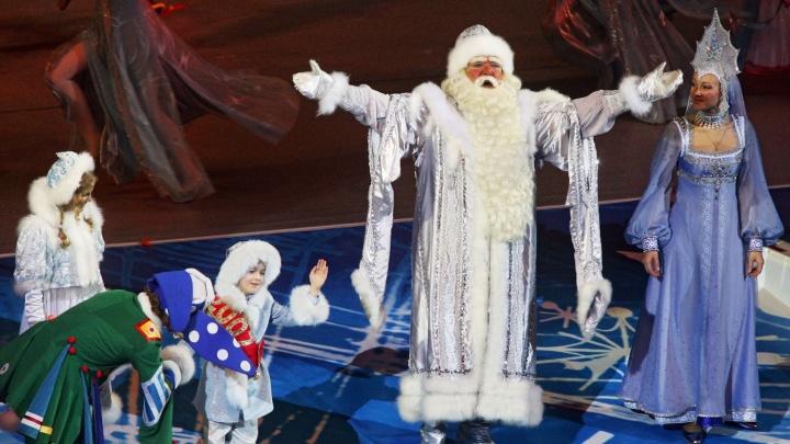 Роботы, мультяшные герои и Дед Мороз со Снегурочкой: обзор детских новогодних ёлок в Екатеринбурге