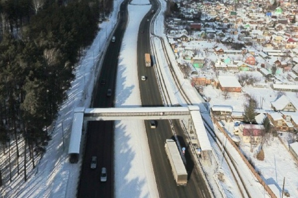 Дорожники построят восемь модульных надземных переходов. На фото пример такого перехода, который стоит на въезде в Екатеринбург