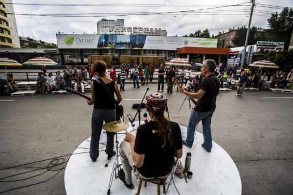 Музыканты планируют играть на пешеходной ул. Ленина до осени