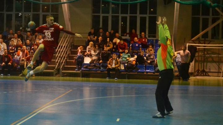 Чёрная полоса прервана: волгоградский «Каустик» выиграл у астраханского «Динамо» — 28:27