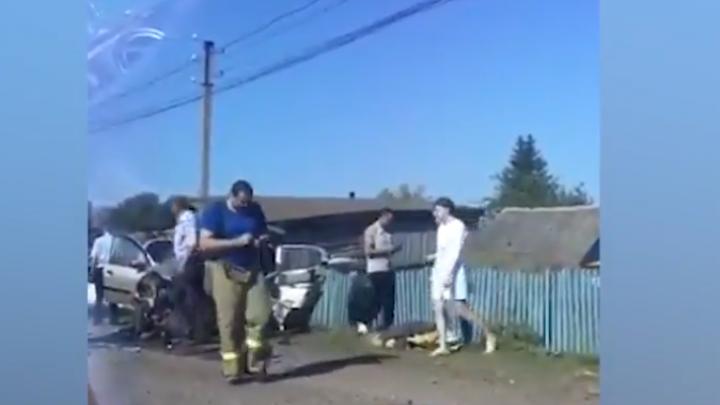 Смертельная авария в Башкирии: на видео засняли первые минуты после лобового столкновения