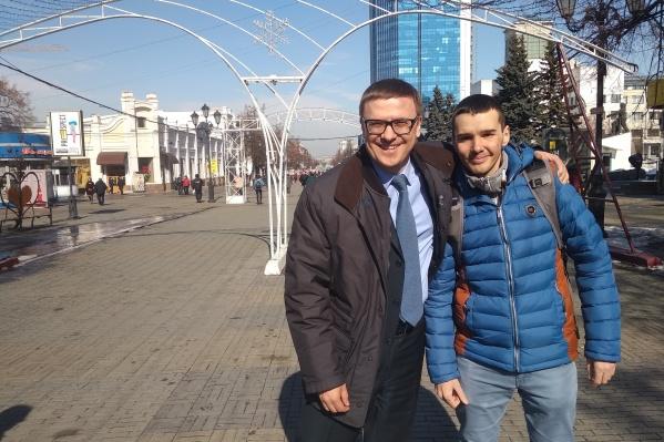 Похоже, прогулка по Челябинску подняла Алексею Текслеру настроение