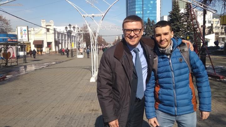 Вручали визитки и фотографировались: новый глава региона пообщался с челябинцами на Кировке