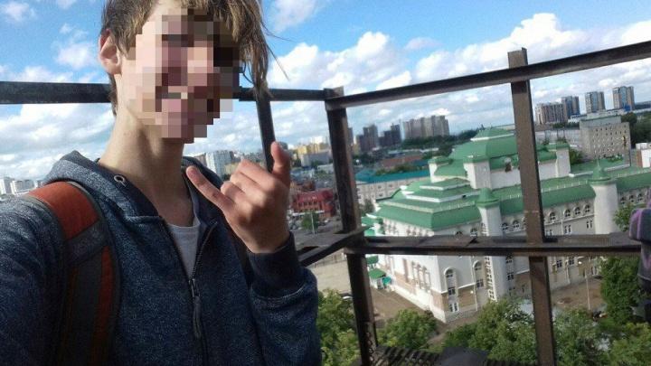 «Вся школа плакала, и даже мальчики»: в Уфе подросток свёл счёты с жизнью