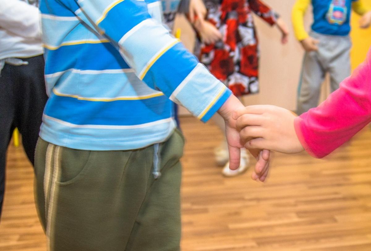 Из-за зубной боли Сёма часто капризничал и не хотел играть с детьми