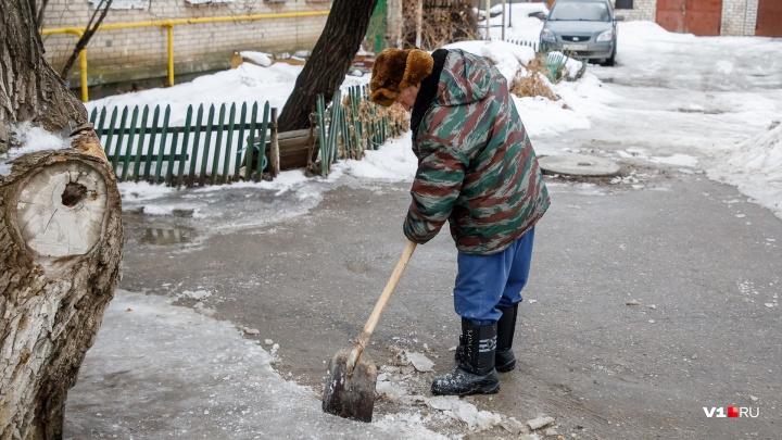 «Дворников предупредили заранее»: волгоградские коммунальщики побоялись повторения ледяного коллапса