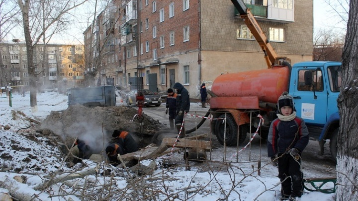 В Комсомольском городке из-за прорыва трубы отключили от отопления жилые дома