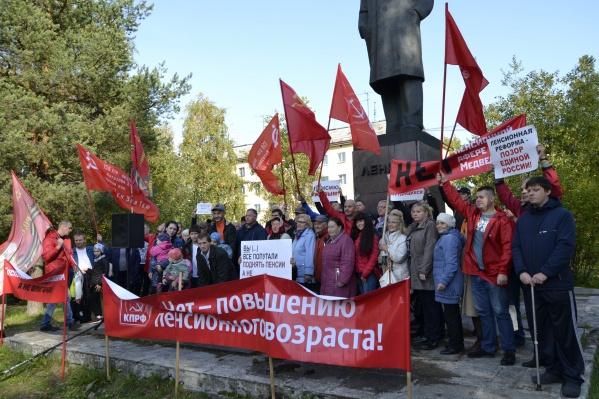 На митинг пришло около 70 человек, на предыдущем мероприятии КПРФ их было около 100
