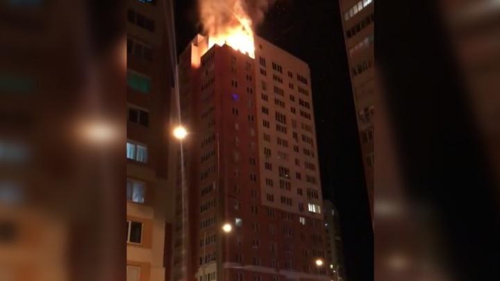 Ночной пожар: в Самаре на пятой просеке горел пентхаус на 19-м этаже