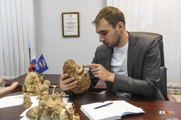 Сейчас Антон Шипулин работает в Госдуме