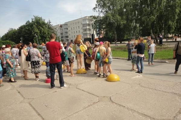 Горячую воду дали жителям Краснообска