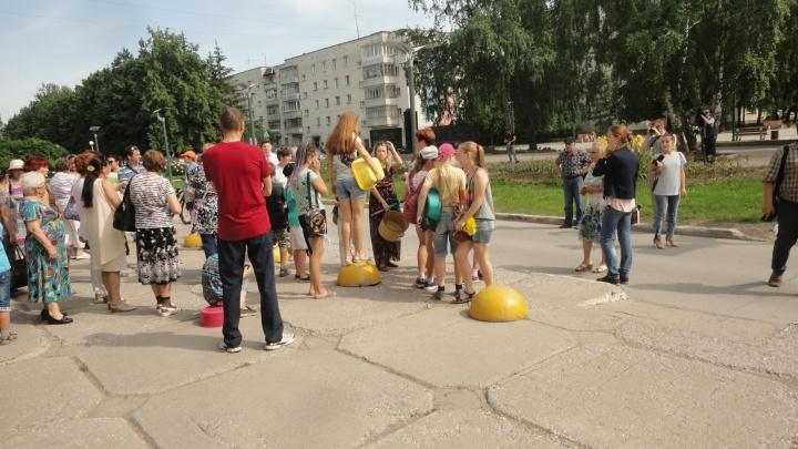 После протестов с тазиками жителям многоэтажек вернули горячую воду
