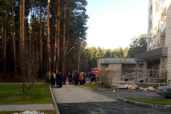 Очевидцы рассказали про эвакуацию после половины десятого утра