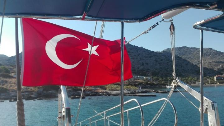 Девочки-подростки обвинили уральского туриста в домогательстве в отеле в Турции
