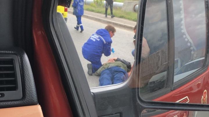 На Червишевском тракте сбили мужчину, пытавшегося перебежать дорогу