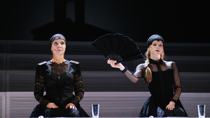 Пять блондинок под замком и подсолнечный рай в спектакле «Дом Бернарды Альбы» Театра-Театра