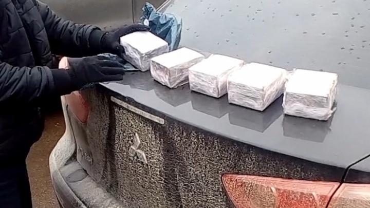 Курьеру из Пскова, пойманному с пятью килограммами гашиша в пригороде Челябинска, вынесли приговор
