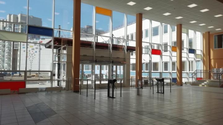 В новую школу в «Покровском» начали записывать первых учеников. Смотрим, как там внутри