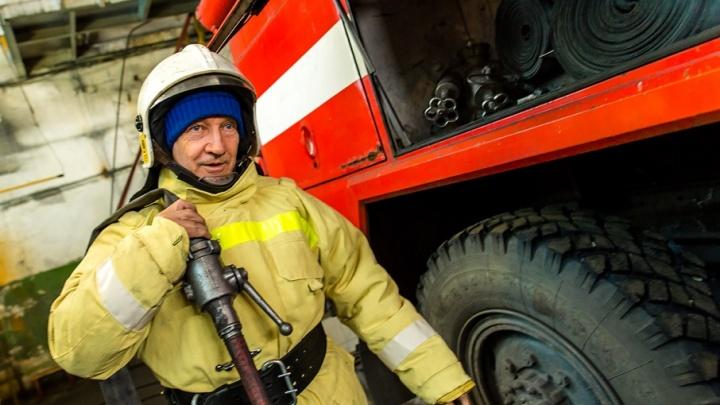 Прошёл огонь — добрался до воды: работник челябинского завода занялся плаванием в 70 лет