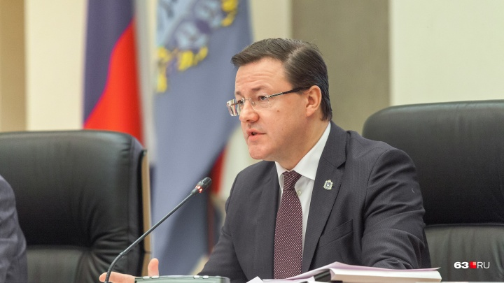 Самарские врачи пожаловались Азарову на удержание зарплаты