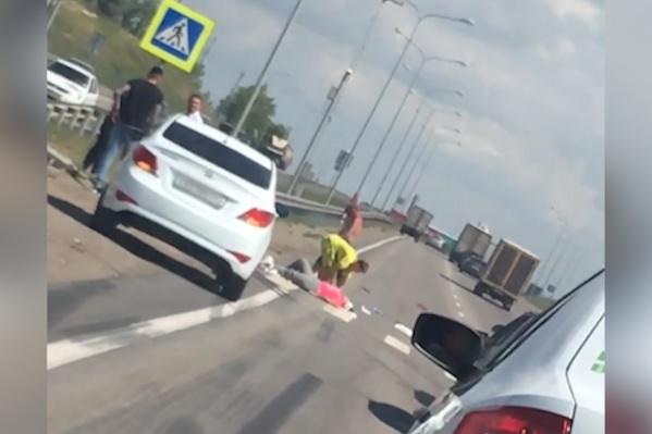 Автомобилисты, ставшие свидетелями аварии, оказали пострадавшей первую помощь