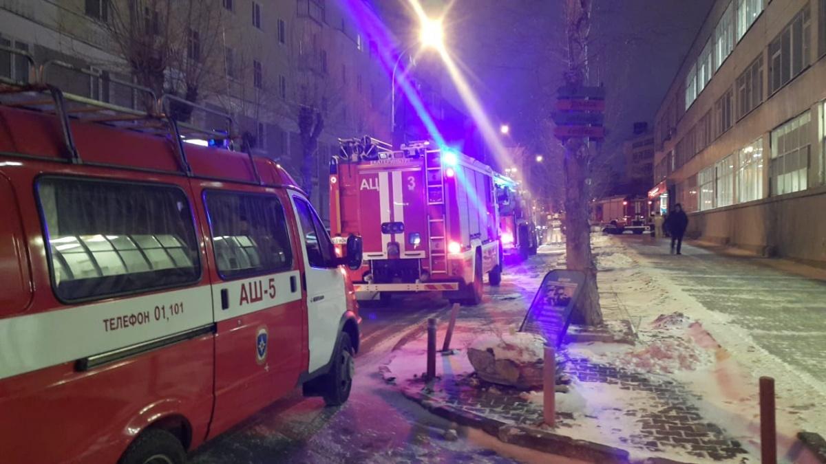От трагедии уберегла сигнализация: утром в пятницу в здании УрФУ на Тургенева случился пожар