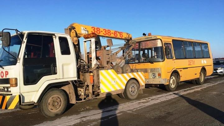В Омской области пьяный водитель вёз четверых детей в школьном автобусе