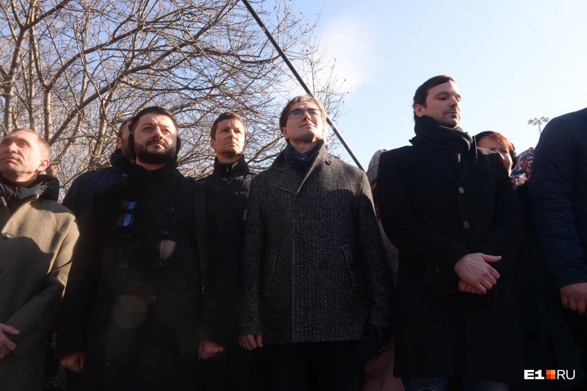 В телефонном разговоре с E1.RU Алексей  Чадов признавался, что он едет в Екатеринбург по собственной инициативе