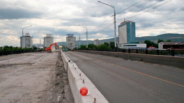 Чиновники отказались от капитального ремонта Коммунального моста этим летом