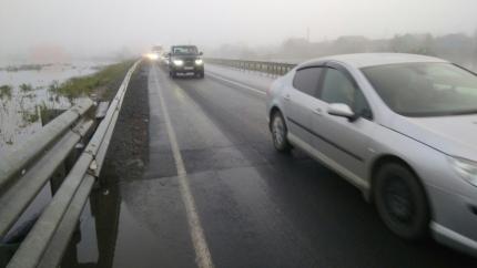 У подтопленного Тулуна на трассе между Красноярском и Иркутском частично восстановили движение
