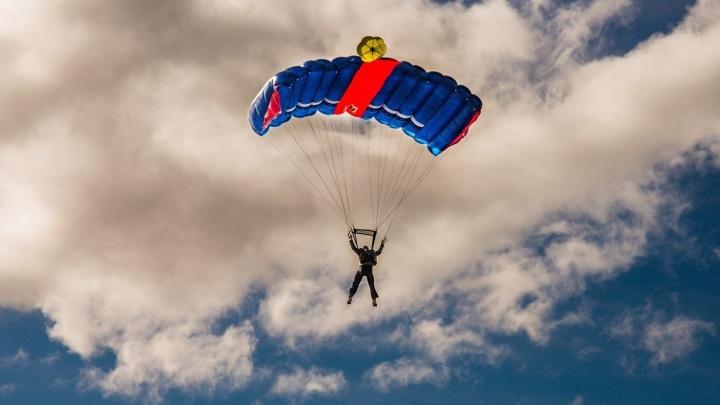 Уральский бейсджампер побил мировой рекорд по прыжкам с парашютом на низкой высоте