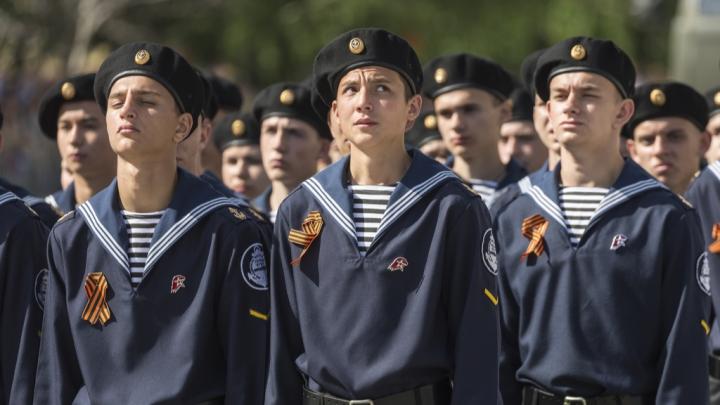 Волгоградский Парад Победы в лицах: ищите себя на фотографиях V1.RU