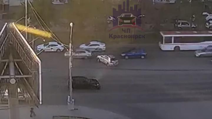 Месиво на Металлургов: четыре машины пострадали в ДТП из-за маневра «Тойоты». Видео