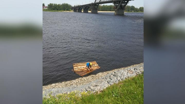 В Рыбинске дети уплыли по Волге на самодельном плоту