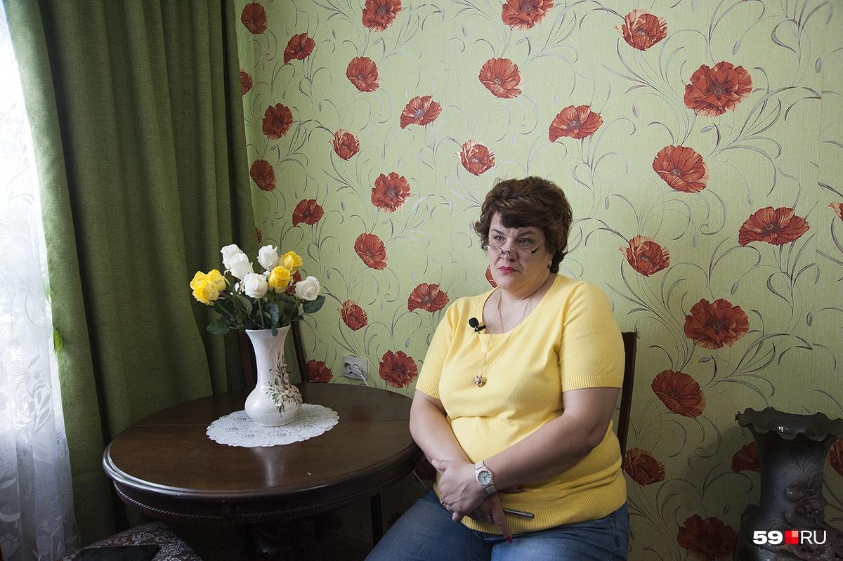 Елена Викторовна строгая, но любящая мама