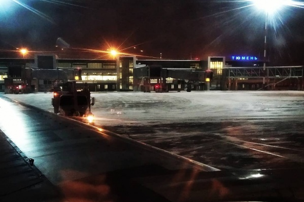 Самолет вылетел в 19:00 и уже сделал несколько кругов над городом