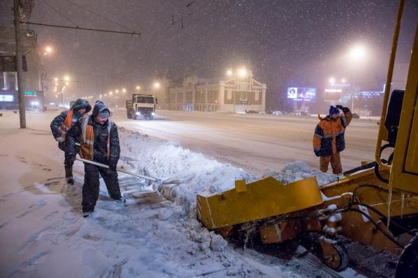 Рабочие выйдут на уборку главной улицы Новосибирска после новых снегопадов