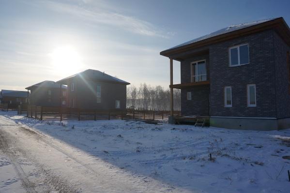 Здесь можно заказать проект дома, дизайн его будущего интерьера, строительство или приобрести уже готовый дом