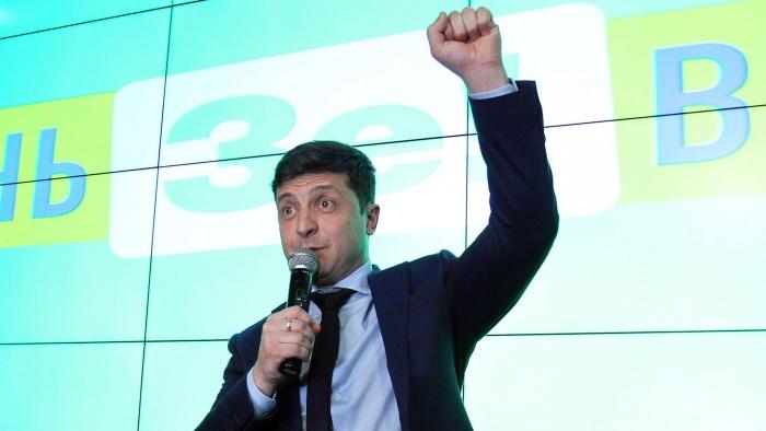 Владимир Зеленский играл в КВН, снимался в кино и телешоу, а сегодня лидирует на выборах президента Украины
