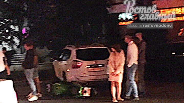 Разбита голова: в Ростове после Дня города мотоциклист сбил девушку у ночного клуба