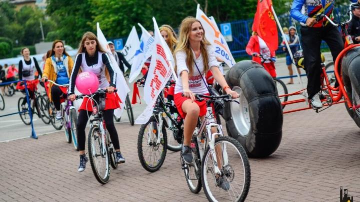 Берите дождевик, колонки и веселый наряд: советы, как подготовиться к велопараду в Екатеринбурге