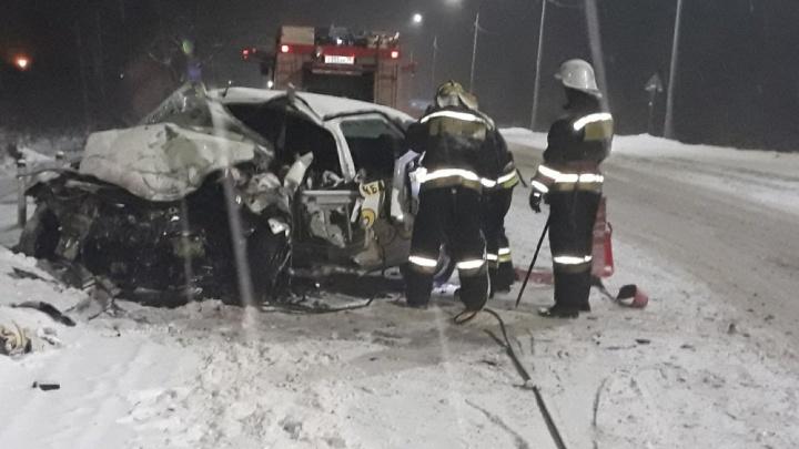 Женщина и трое детей в больнице, водитель такси — погиб: подробности смертельного ДТП под Ярославлем