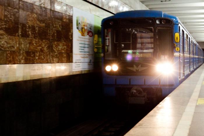 Поезд сломался на станции «Красный проспект» в 8:41