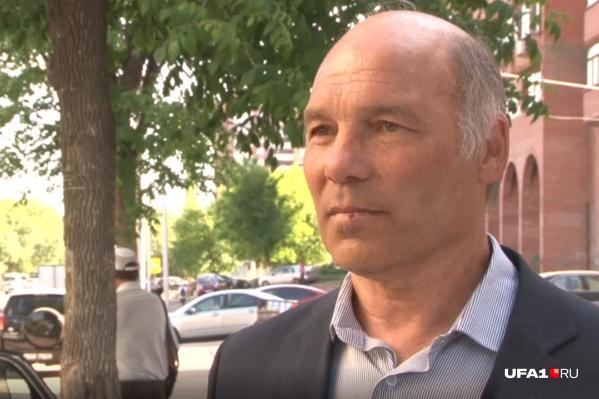 60-летний педагог считает, что обвинения на него посыпались из-за личной неприязни директора