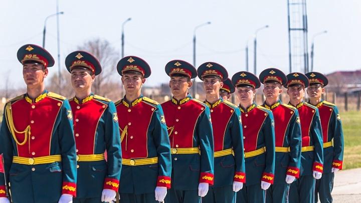По 250 тысяч рублей — после армии: в Самаре хотят поменять закон о выплатах молодым специалистам